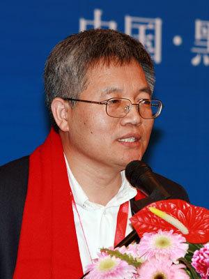张维迎呼吁尽快叫停劳动合同法引发网友口水战