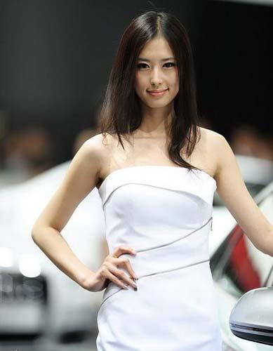 2009上海国际车展 > 正文     车模:兽兽(翟凌)    展台:奥迪    去哪
