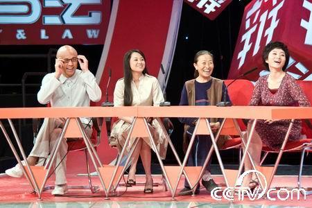 孙国庆(左1)、何琼玉(左2)和张少华、魏晓楠