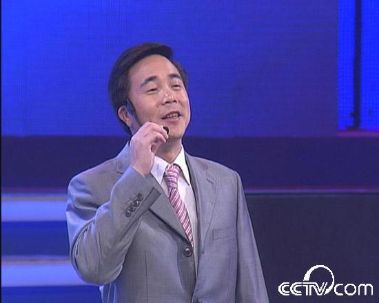 七匹狼总裁周少雄在创业英雄会福州场中演唱:《爱拼才会赢》,创业过程中需要一种拼搏的精神