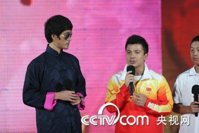 举重冠军张湘祥现身开学第一课