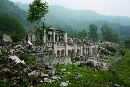 地震后的领报修院